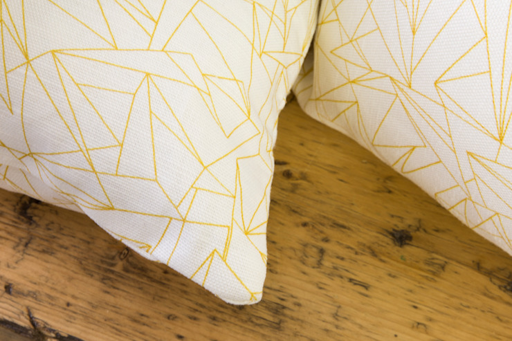 Cracked Ice Minor Mustard fabric par Flock