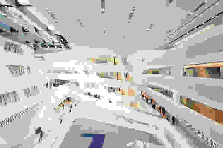 Zaha Hadid   Library and Learning Center WU Campus Wien: modern  von Ing. Markus Kaiser   Design- und Architekturfotografie,Modern