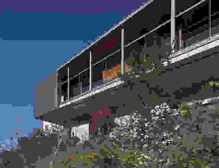 南側外観見上 モダンな 家 の TOSHIAKI TANAKA&ASSOCIATES/田中俊彰設計室 モダン