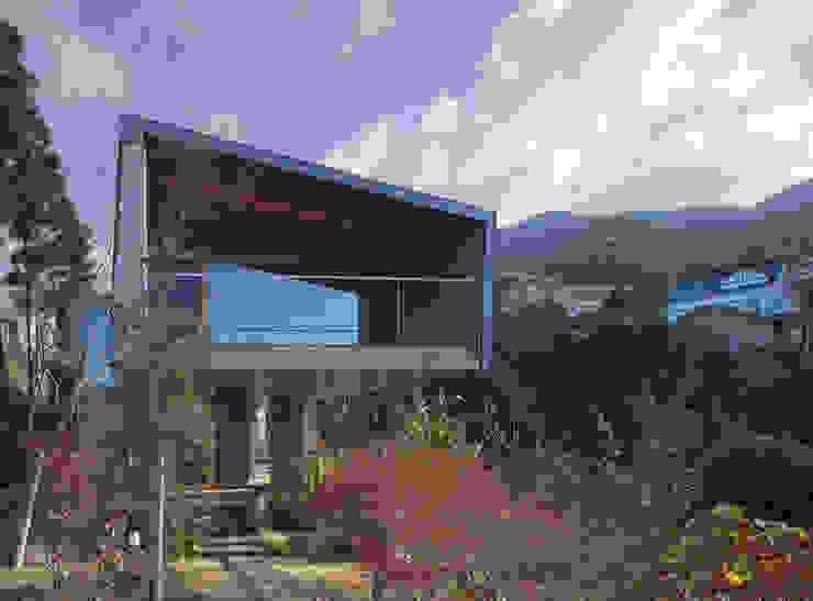 西側外観 モダンな 家 の TOSHIAKI TANAKA&ASSOCIATES/田中俊彰設計室 モダン