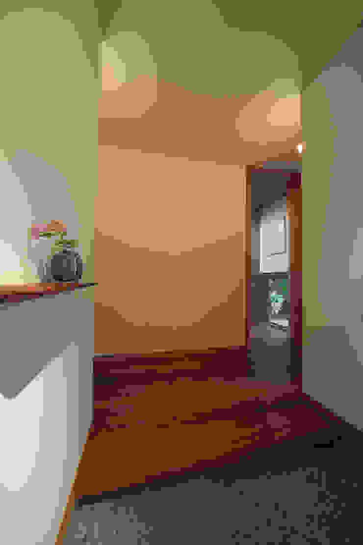 玄関 モダンスタイルの 玄関&廊下&階段 の TOSHIAKI TANAKA&ASSOCIATES/田中俊彰設計室 モダン