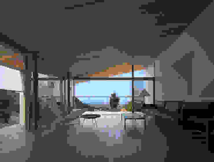 Modern living room by TOSHIAKI TANAKA&ASSOCIATES/田中俊彰設計室 Modern