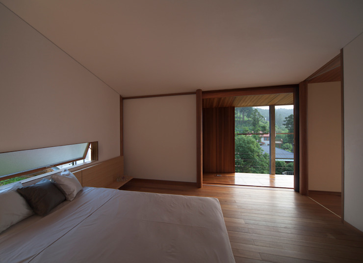 寝室 モダンスタイルの寝室 の TOSHIAKI TANAKA&ASSOCIATES/田中俊彰設計室 モダン