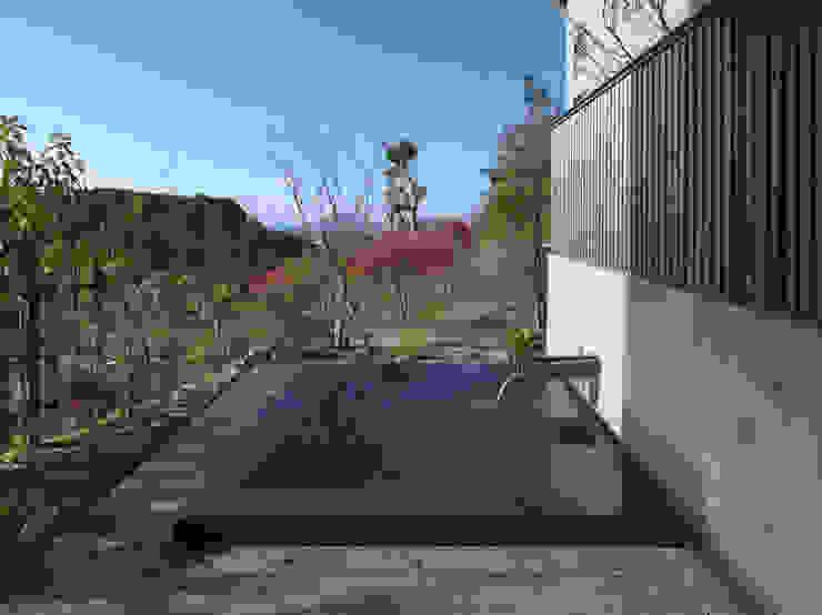 露天風呂(2) モダンスタイルの お風呂 の TOSHIAKI TANAKA&ASSOCIATES/田中俊彰設計室 モダン