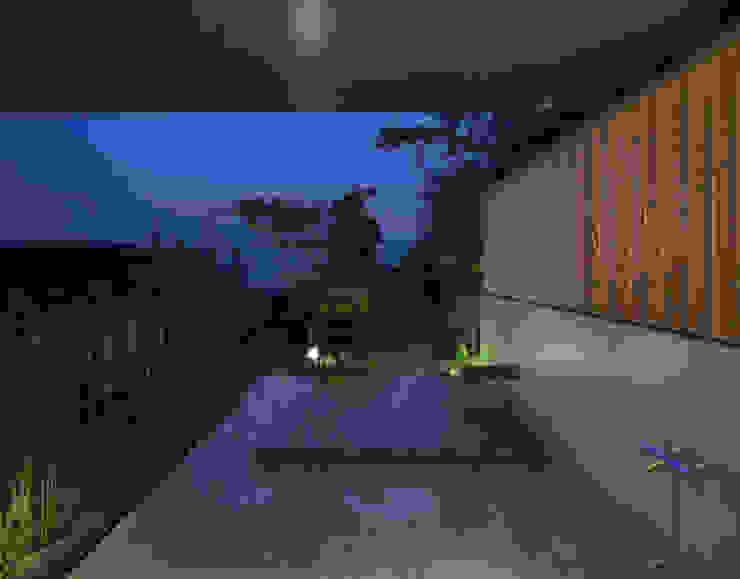 露天風呂(1) モダンスタイルの お風呂 の TOSHIAKI TANAKA&ASSOCIATES/田中俊彰設計室 モダン