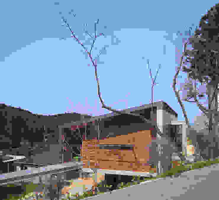 東側外観 モダンな 家 の TOSHIAKI TANAKA&ASSOCIATES/田中俊彰設計室 モダン