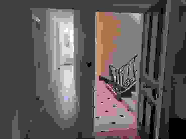 Villa à Menton Couloir, entrée, escaliers modernes par Agence Manuel MARTINEZ Moderne