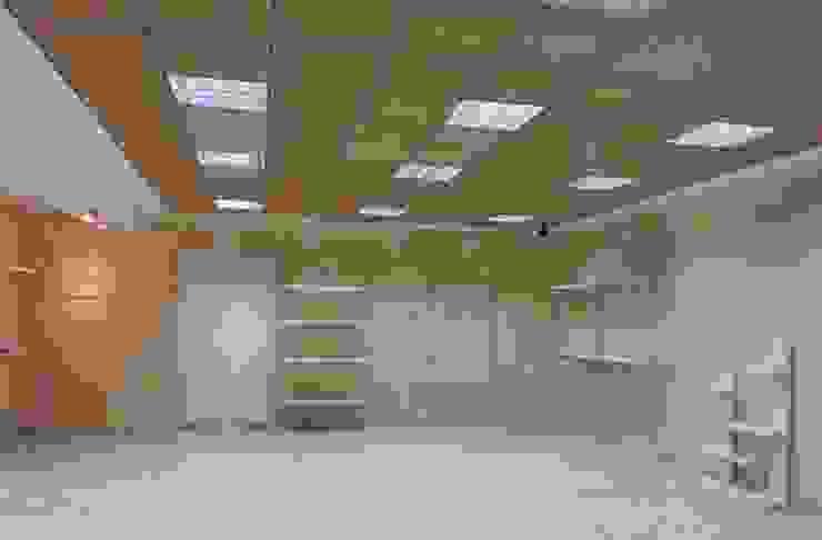 Espacio Comercial. Oficinas y tiendas de estilo moderno de rh interiorismo Moderno