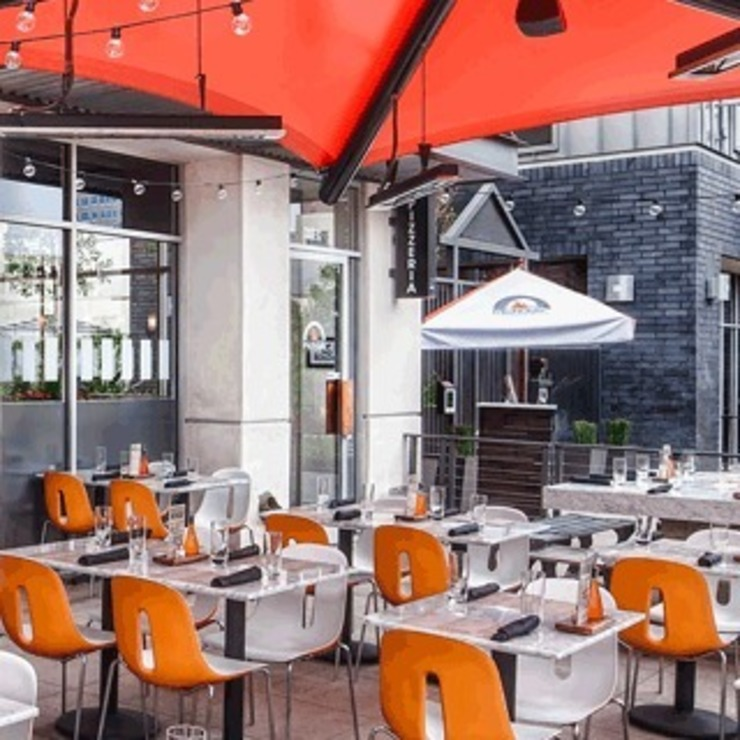 Michael's pizzeria in California, Rancho Mirage USA di Chairs And More Moderno