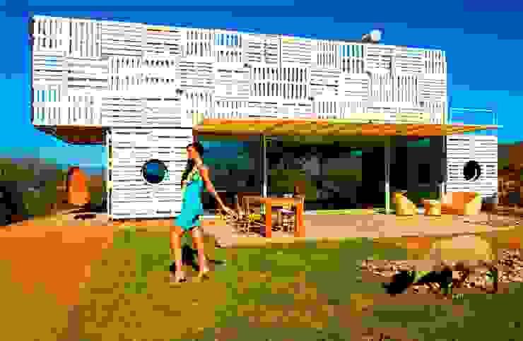 Casa Manifiesto de James & Mau Arquitectura Moderno