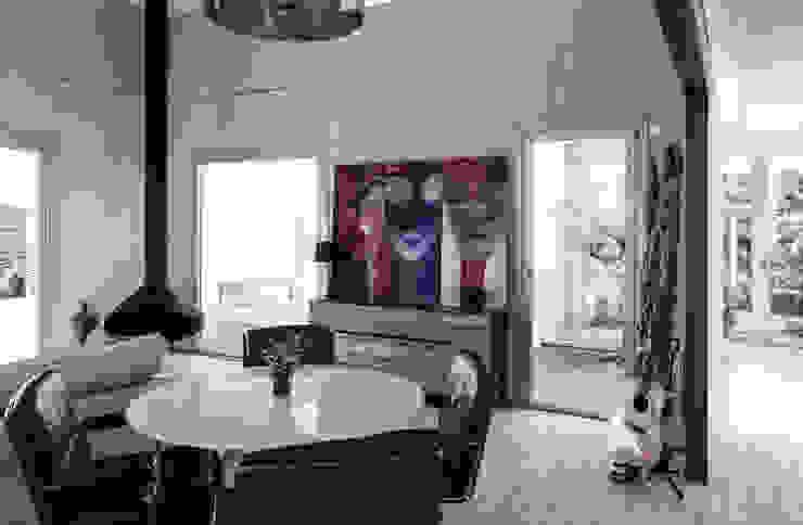 Casa Tarifa de James & Mau Arquitectura Moderno