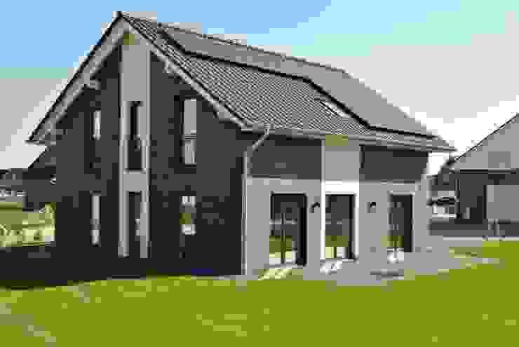 Modern houses by Heinrich Blohm GmbH - Bauunternehmen Modern