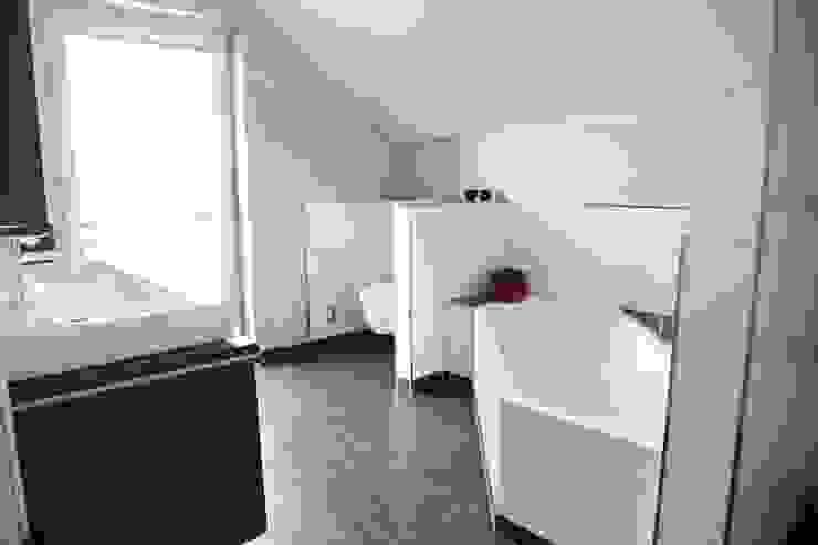 Modernes Badezimmer mit Eckbadewanne Moderne Badezimmer von Heinrich Blohm GmbH - Bauunternehmen Modern