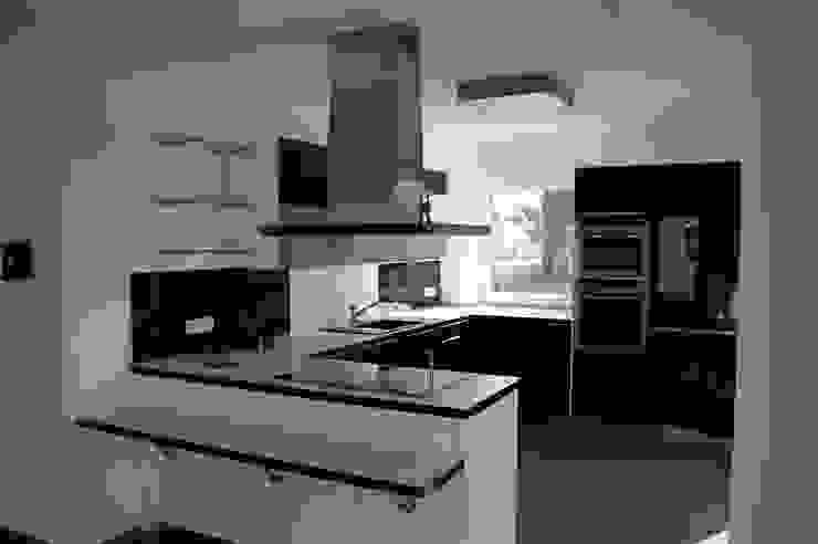 Modern kitchen by Heinrich Blohm GmbH - Bauunternehmen Modern