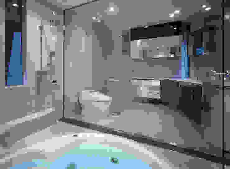 Baños de estilo ecléctico de 田中一郎建築事務所 Ecléctico