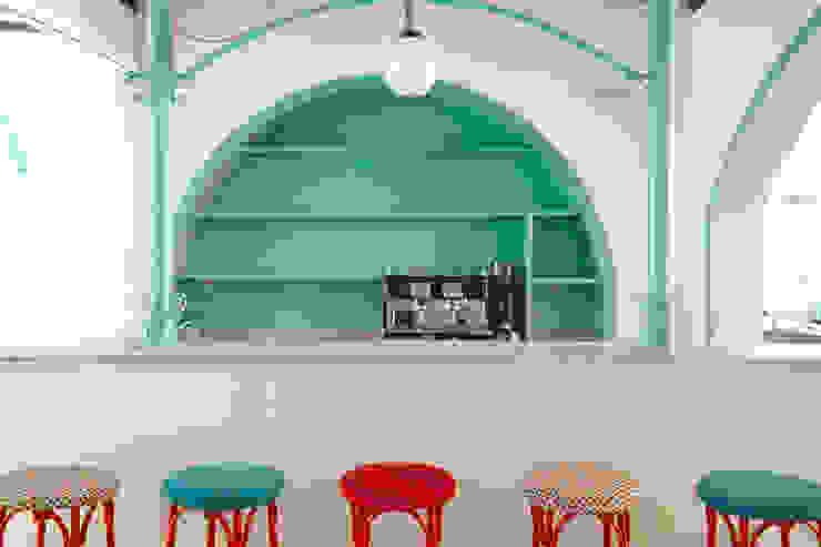 Reforma de café-bar para vinoteca: Rosalinda de Estudio de Arquitectura Sra.Farnsworth Ecléctico