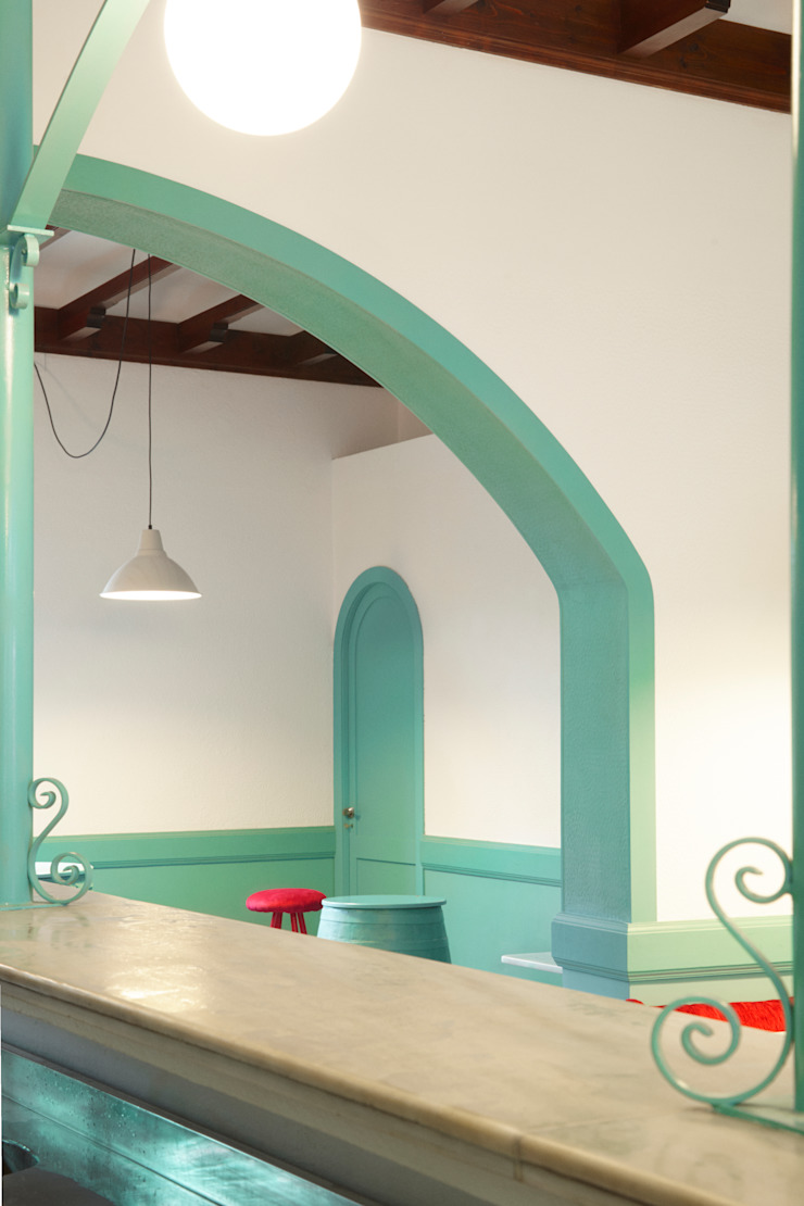 Reforma café-bar para Vinoteca: Rosalinda Espacios comerciales de estilo ecléctico de Estudio de Arquitectura Sra.Farnsworth Ecléctico