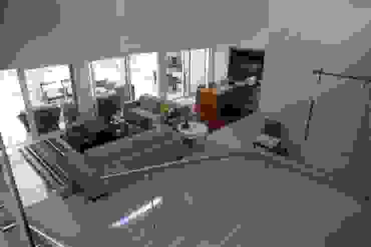 Estar e Jantar Corredores, halls e escadas modernos por Ornella Lenci Arquitetura Moderno