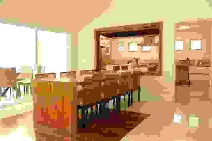 Jantar e Cozinha Salas de jantar modernas por Ornella Lenci Arquitetura Moderno