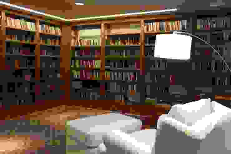 Estudios y despachos de estilo moderno de Ornella Lenci Arquitetura Moderno