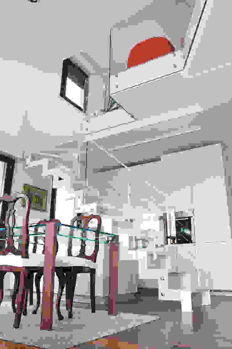 attico giovane coppia Case moderne di Barberini & Gunnell Moderno