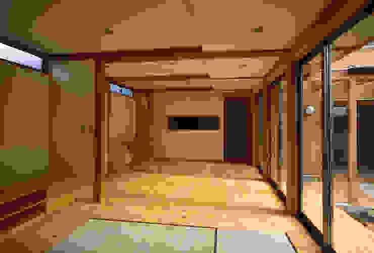 居間 オリジナルデザインの リビング の 八島建築設計室 オリジナル