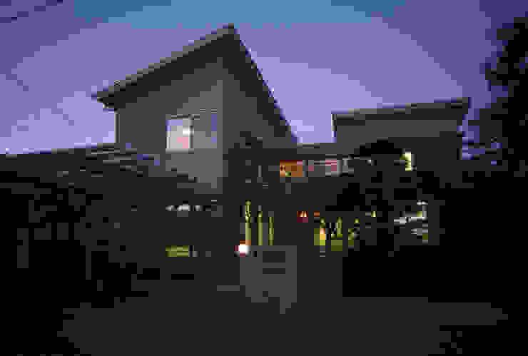 外観(夕景) オリジナルな 家 の 八島建築設計室 オリジナル