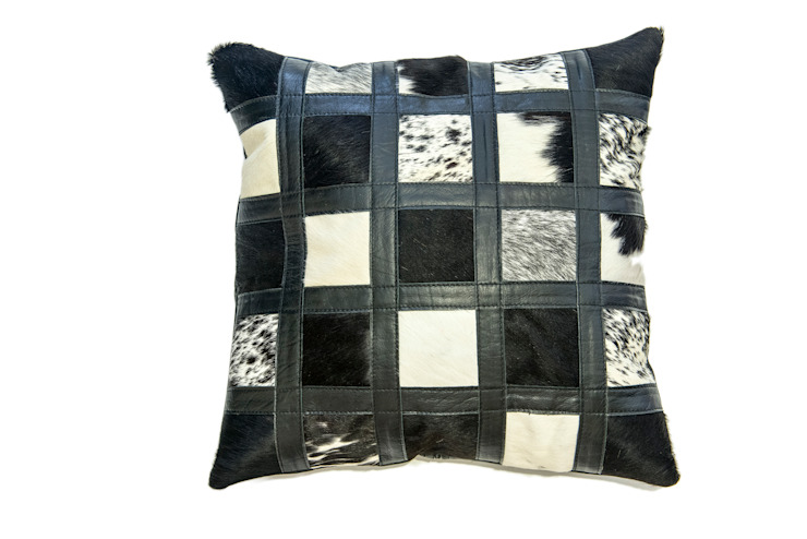 Cowhide Cushion por From Africa Moderno