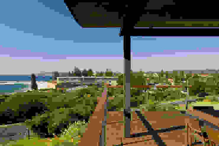 Project #1 CHROFI Balcones y terrazas de estilo moderno