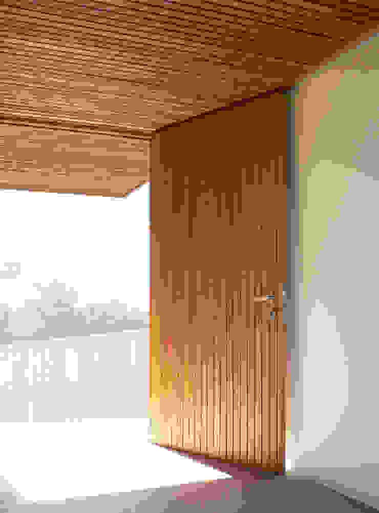 Project #1 CHROFI Puertas y ventanas de estilo moderno