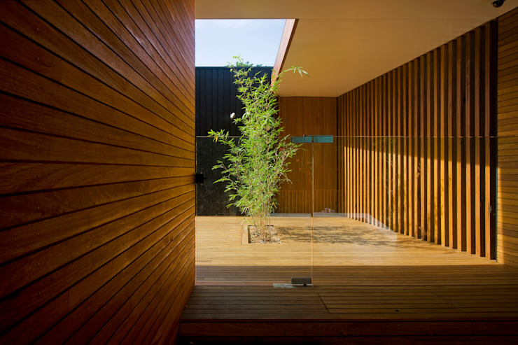 Project #2 Modern garden by CHROFI Modern