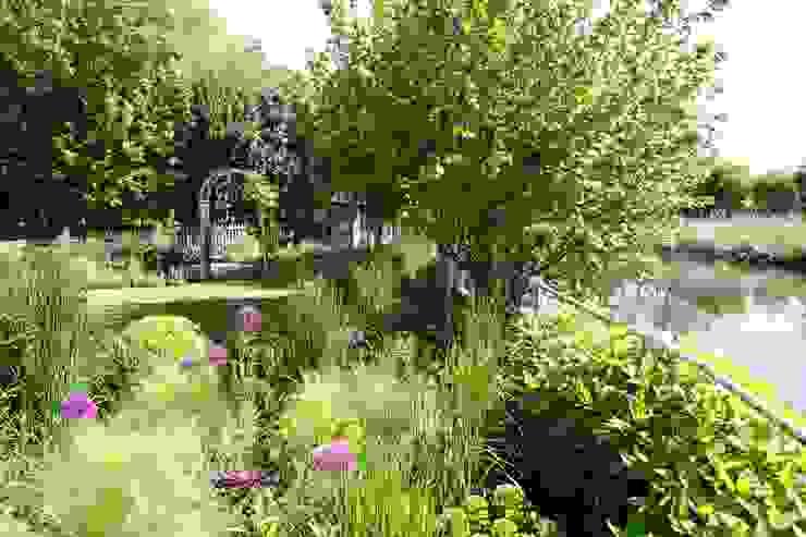 Jardin rural par homify Rural