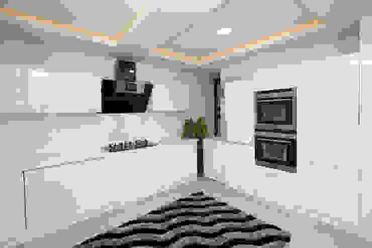 Frosty White: asian  by Classic Kitchen Pvt Ltd,Asian