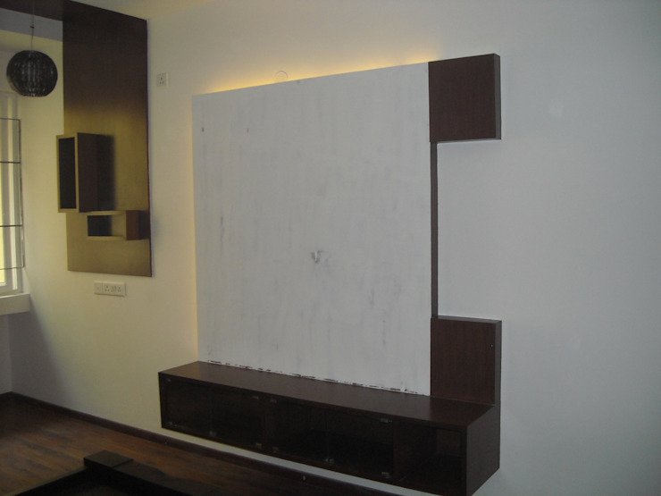 COMPACT T.V CABINET IN BEDROOM: modern  by vk designs,Modern