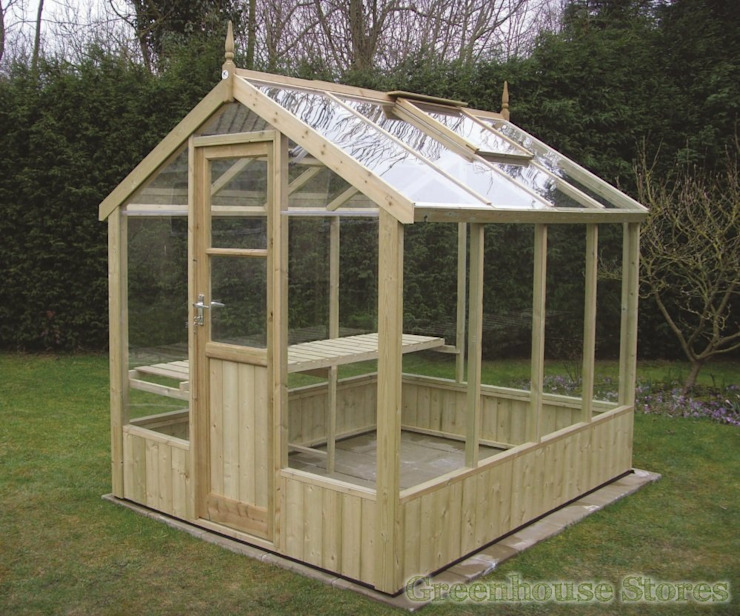 Swallow Kingfisher 6x6 Wooden Greenhouse di homify Classico