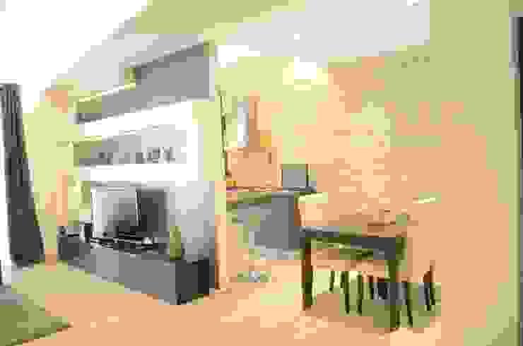 Ristrutturazione d'interni di un appartamento in Roma zona Prati Soggiorno moderno di piano a Moderno