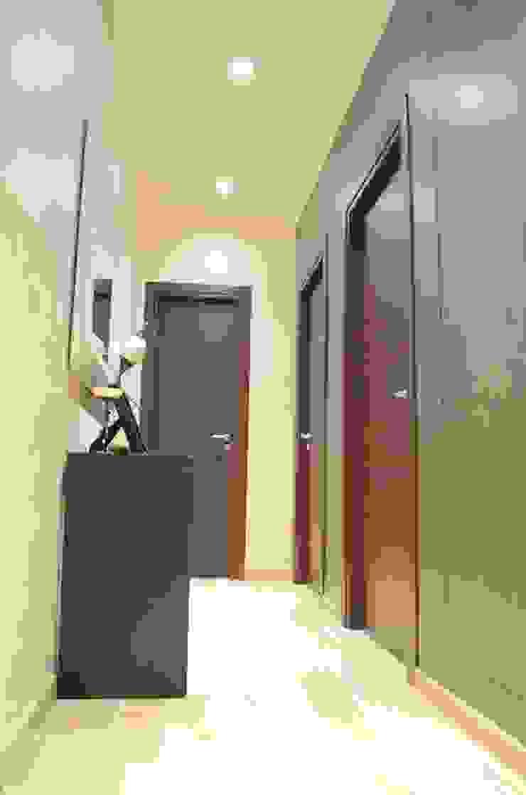 Ristrutturazione d'interni di un appartamento in Roma zona Prati Ingresso, Corridoio & Scale in stile moderno di piano a Moderno