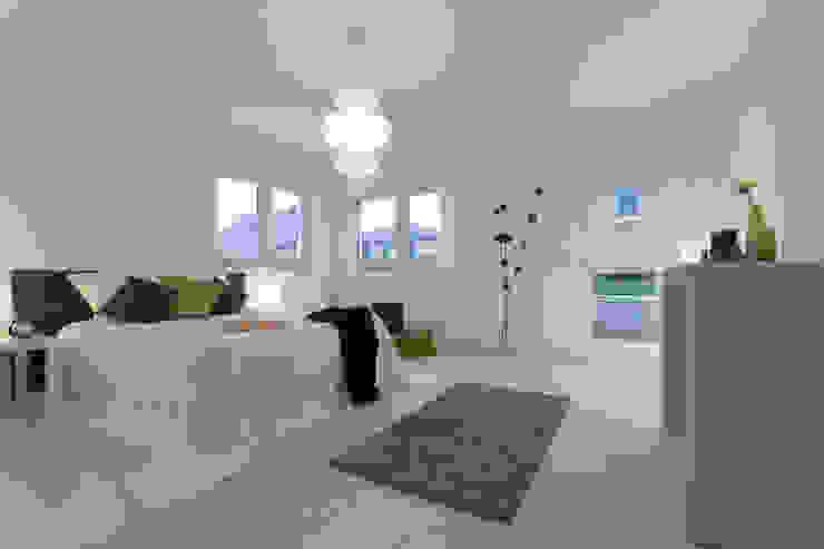 Schlafzimmer nachher: modern  von IMMOTION Home Staging,Modern