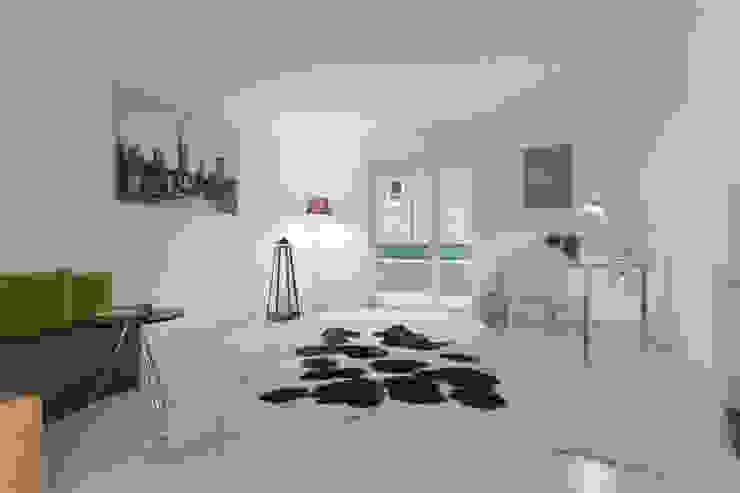 Arbeitszimmer nachher: modern  von IMMOTION Home Staging,Modern