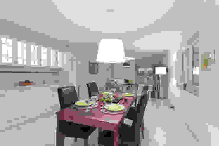 Essbereich / Küche nachher: modern  von IMMOTION Home Staging,Modern