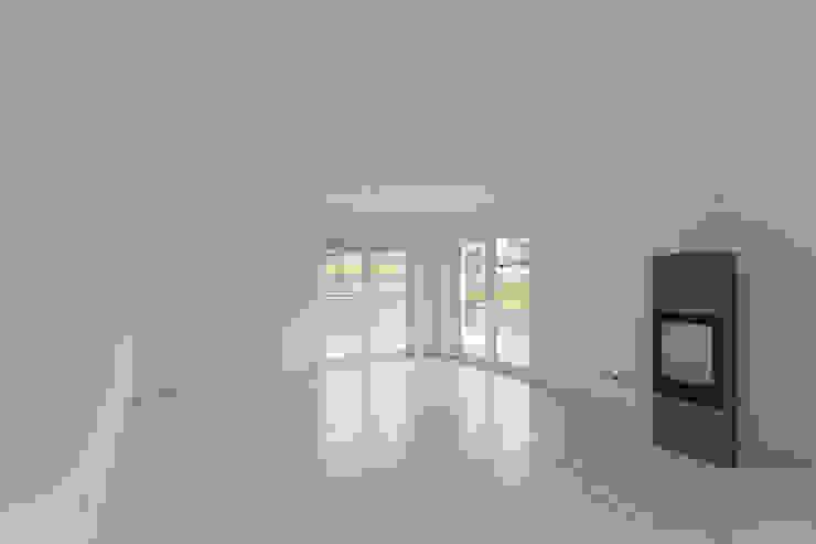 Wohnzimmer vorher: modern  von IMMOTION Home Staging,Modern