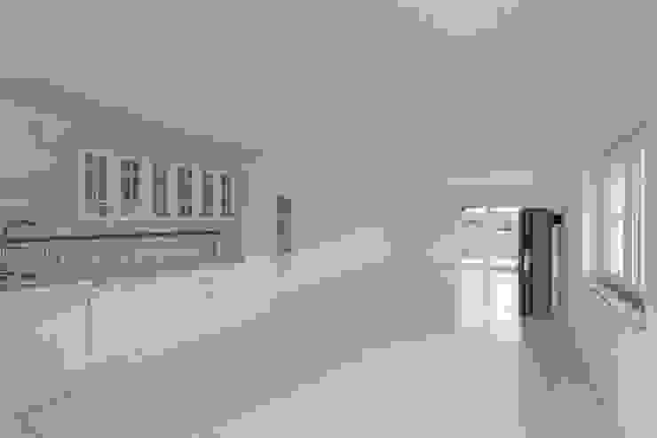 Essbereich / Küche vorher: modern  von IMMOTION Home Staging,Modern