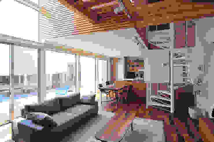 Modern living room by 島田博一建築設計室 Modern