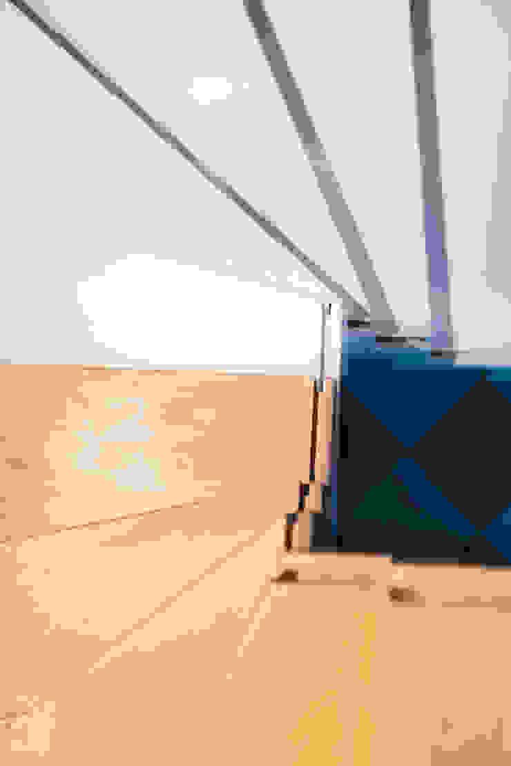 Willowa Aleja Skandynawski korytarz, przedpokój i schody od NA NO WO ARCHITEKCI Skandynawski