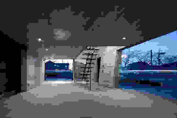 de estilo  por 庄司寛建築設計事務所 / HIROSHI SHOJI  ARCHITECT&ASSOCIATES