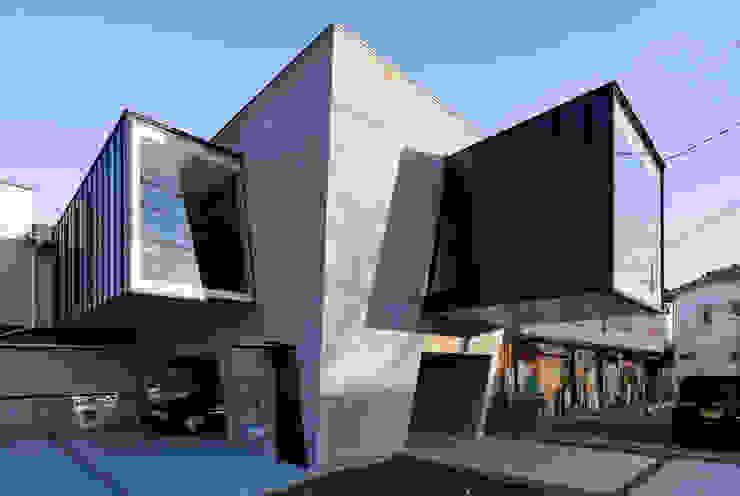 por 庄司寛建築設計事務所 / HIROSHI SHOJI ARCHITECT&ASSOCIATES Moderno