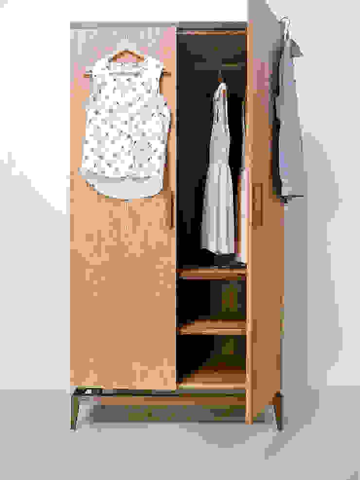 Stilt Wardrobe: modern  by Barnby & Day, Modern