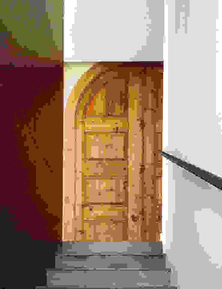 Mediterranean style windows & doors by 08023 Architects Mediterranean