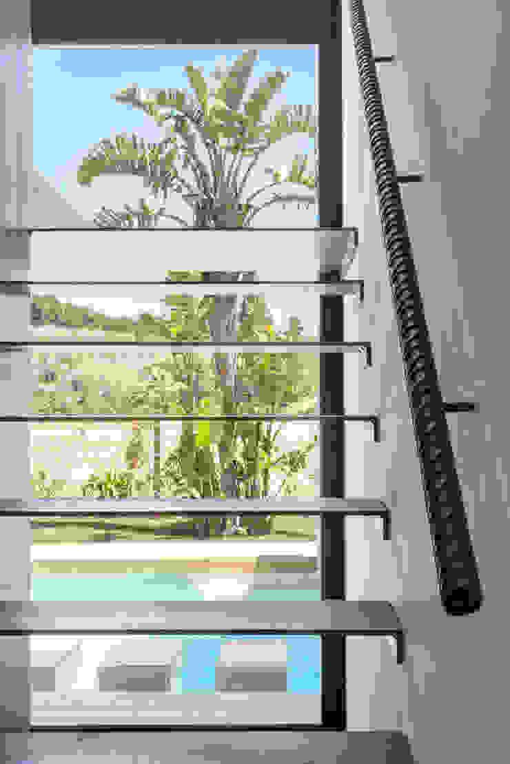 Mediterranean corridor, hallway & stairs by 08023 Architects Mediterranean
