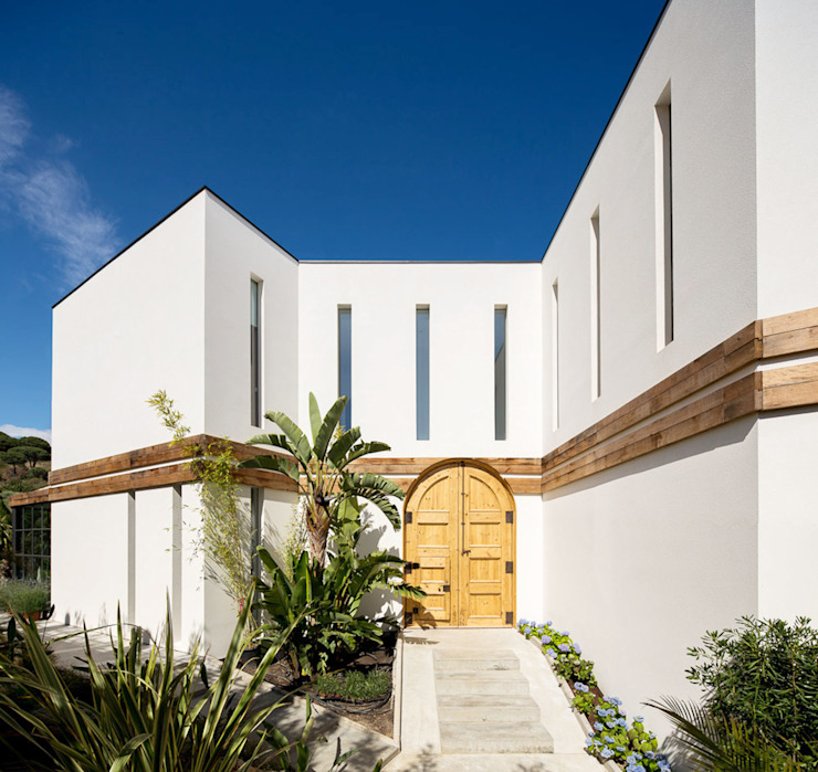 Mediterranean style windows & doors. by 08023 Architects Mediterranean